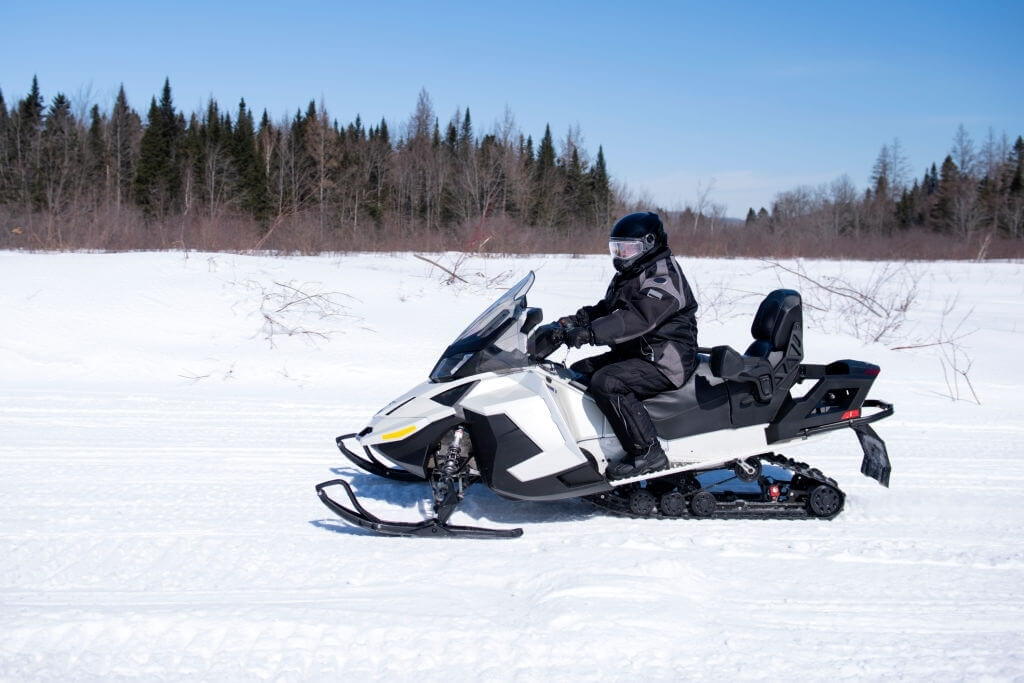 How to Choose the Perfect Snowmobile Gauntlets